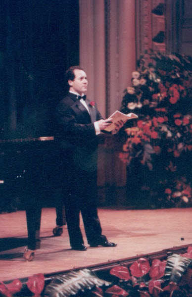 Dominic Natoli singing Sound an Alarm in the finals of the Alfredo Kraus International Singing Competition 1992